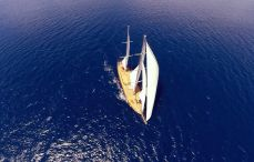 crewed-charter-yacht